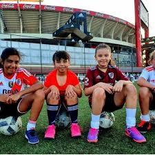 Argentina: prohibido jugar al fútbol por ser niñas